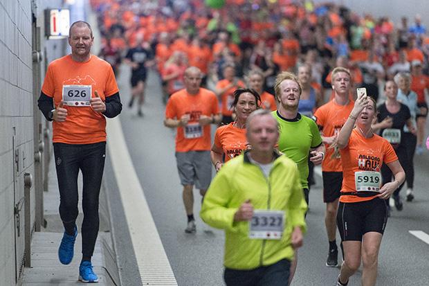 Aalborg Halvmarathon gennem Limfjordstunnelen. ©Foto: Henrik Bo