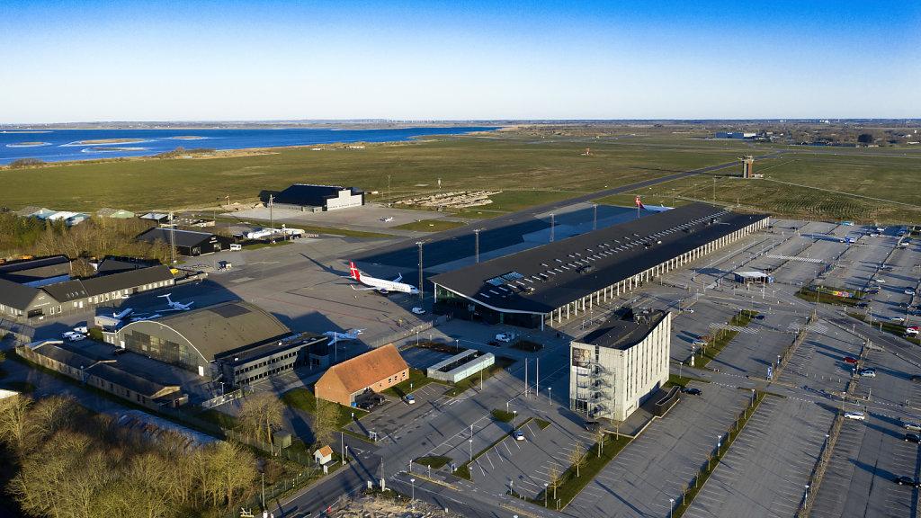 15-FAEL-Aalborg-Lufthavn-ligger-ode-2.jpg
